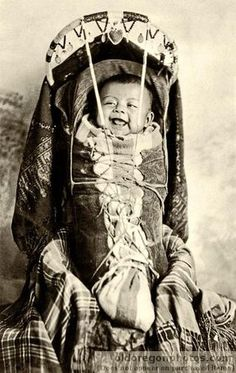 Papoose, The Dalles, Oregon. c This baby is in a cradle board, the Native American baby-carrier of choice! Look how happy he is! Native American Children, Native American Photos, Native American Tribes, Native American History, American Indians, Native Americans, Cherokee History, American Symbols, Sioux