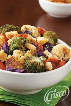 Add a pop of color to your family dinner table. Simply combine seasonal veggies with garlic croutons for a fresh, herby crunch. #CreativeClassics #Crisco [Promotional Pin]