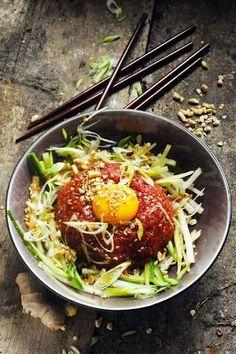Mais pourquoi est-ce que je vous raconte ça... Dorian cuisine.com: Et si la cuisine du pays du matin calme était notre prochaine découverte… Petit voyage dans la cuisine coréenne, le Yukhoe un tartare diablement parfumé !