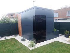 Malý záhradný domček Garage Doors, Sheds, Outdoor Decor, Room, Furniture, Home Decor, Shed Houses, Bedroom, Decoration Home