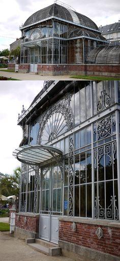 Serres réhabilitées du Jardin des plantes près de la Gare ( sortie nord ) et du Lycée Georges Clémenceau - Rue Stanislas Baudry - Nantes - France