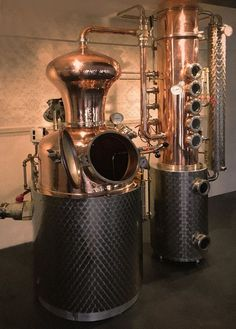 He passed a glorious way from his father's moonshine machine to the alambic. Moonshine Still Plans, How To Make Moonshine, Home Distilling, Distilling Alcohol, Distilling Equipment, Brewing Equipment, Homemade Still, Brewery Design, Gin Distillery