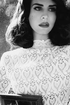 Lana Del Rey in Black and White – 20 photos – Morably
