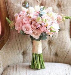 Buquê de noiva nas cores rosa e nude
