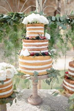Berry and white rose naked cake: http://www.stylemepretty.com/2015/01/29/something-blue-fall-winery-wedding/ | Photography: Megan Welker - http://www.meganwelker.com/