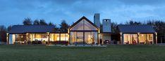 Invercargill House, Southland by Mason & Wales Architects Modern Barn House, Modern House Design, Style At Home, Building Design, Building A House, Modern Farmhouse Exterior, Big Windows, River House, Facade House