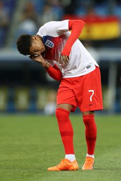 Jesse Lingard of England reacts after an insect gets in his ear ahead of the 2018 FIFA World Cup Russia group G match between Tunisia and England at Volgograd Arena on June 2018 in Volgograd, where the bugs are at the height of their breeding season. Jesse Lingard, England World Cup 2018, England Players, Football Is Life, College Football, Fc Chelsea, European Soccer, England Football, Marco Reus