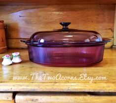 VISIONS Cranberry: Large 4 quart oval roaster, by Corning; Shabby Chic Interiors, Shabby Chic Decor, Rustic Decor, Farmhouse Decor, Vintage Cooking, Vintage Kitchen, Corningware Vintage, Granny Chic Decor, Corelle Patterns