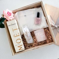 Need a bridal party gift, or a special way to ask your bridesmaids to join you on your wedding day? Our Will You Be My Bridesmaid Hampers are perfect. Bridal Shower Gifts For Bride, Wedding Gifts For Bride, Bride Box Gift, Bride Kit, Bride Groom, Bridesmaid Gift Boxes, Bridesmaid Proposal Box, Bridesmaid Gifts From Bride, Wine Gift Baskets