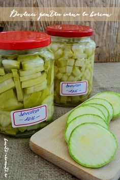 iarna in apa cu sare Great Recipes, Dinner Recipes, Canning Vegetables, Canning Pickles, Good Food, Yummy Food, Pickling Cucumbers, Romanian Food, Canning Recipes