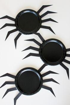 DIY Halloween Paper Plates // Delia Creates