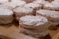 Laskonky ktoré sa rozplývajú na jazyku s fantastickým kávovým krémom. Dessert Recipes, Desserts, Camembert Cheese, Food, Handmade, Hand Made, Postres, Eten, Meals