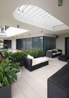 #diamonddesigncz #diamonddesigneu #outdoorliving #bioklimatic #bioklimatickepergoly #camargue #aero #renson #lamelovystrop #minimalist #sunprotection #rainprotection #dustprotection #stineni #ochranapreddestem #ochranapredvetrem #ochranapredprachem #windprotection #integratedscreens #integrovanescreeny #luxuryterrace #luxusniterasa #whirlpool #vířivka Solar Shades, Diamond Design, Outdoor Furniture, Outdoor Decor, Outdoor Living, Pergola, Minimalist, Patio, Luxury
