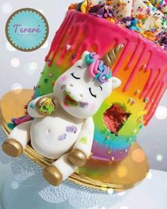 Perfect recipe for a colorful unicorn party or kids birthday . - Einhorn Geburtstag - Unicorn Party - rainbow Stills Fat Unicorn, Unicorn Foods, Unicorn Cakes, Unicorn Rainbow Cake, Happy Unicorn, Beautiful Cakes, Amazing Cakes, Bolo Minion, Unicorn Birthday Parties