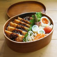 Bento box featuring tonkatsu, bean sprout and carrot namul, bacon-wrapped asparagus, and a hard boiled egg Think Food, I Love Food, Good Food, Yummy Food, Bento Recipes, Cooking Recipes, Healthy Recipes, Aesthetic Food, Food Cravings