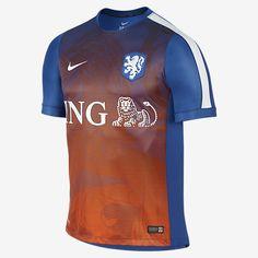 Compre Camisa Nike Holanda Pré-Jogo Masculina e mais Artigos Esportivos em  até sem juros na loja Oficial da Nike. Acesse já e Confira! b558a063beec1