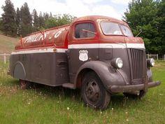 Phillips 66 streamline tanker - but, has wrong color combo , should br orange & black ~ Old Pickup Trucks, Ford Tractors, Dump Trucks, Lifted Ford Trucks, Cool Trucks, Big Trucks, Chevy Trucks, Small Trucks, Toyota Trucks