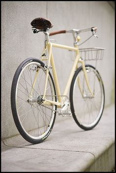 As a beginner mountain cyclist, it is quite natural for you to get a bit overloaded with all the mtb devices that you see in a bike shop or shop. There are numerous types of mountain bike accessori… Velo Design, Bicycle Design, Velo Vintage, Vintage Bicycles, Vw Minibus, Mtb, Mountain Bike Shoes, Mountain Biking, Retro Bike