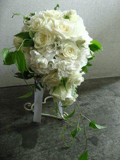ふわふわの花びらがエレガントなブーケ http://relier-fleurs.com/