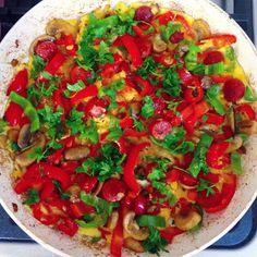 Özen'in mutfağından Özen'li tarifler :): Sosisli, mantarlı ve biberli omlet