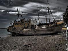 Pesqueros abandonados en el Mar de Plata (San Antonio Oeste, provincia de Rio Negro, Argentina). Fotografia en HDR by Nicolas Vidondo y depositada en Panoramio.