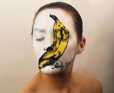 Elle peint des pochettes d'album sur son visage