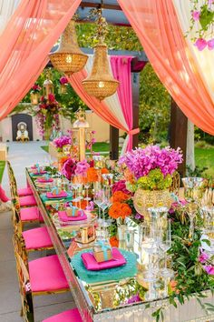 Bold and Bright Table Decor ideas Bold and bright festival wedding inspiration a style you can spot from miles away 9987874663 wedding inspo Decoration Evenementielle, Table Decorations, Reception Decorations, Party Funny, Luxury Wedding, Dream Wedding, Summer Wedding, Rustic Wedding, Garden Wedding