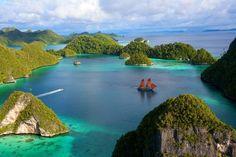 Η Ινδονησία είναι νησιωτικό κράτος της Νοτιοανατολικής Ασίας, που απαρτίζεται από περίπου 18.000 νησιά. Με πληθυσμό 237.641.326 κατοίκους, είναι η τέταρτη πολυπληθέστερη χώρα στον κόσμο, και έχει το μεγαλύτερο πληθυσμό μουσουλμάνων