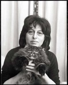 Anna Magnani and cat