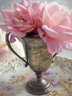 Vintage Silver Trophy Cup with Pink Roses . Fresh Flowers, Pink Flowers, Beautiful Flowers, Beautiful Bouquets, Shabby Flowers, Beautiful Sunset, Vintage Love, Vintage Silver, Antique Silver