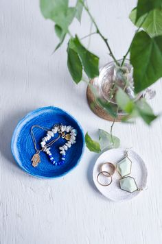 Make trinket bowls from paper ribbon. I am intrigued!