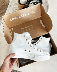 Crazy Shoes, New Shoes, Me Too Shoes, Sneaker Outfits Women, Womens Fashion Sneakers, Cute Sneakers, Shoes Sneakers, Mode Converse, Converse Boots