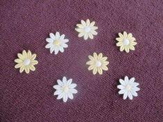 Verkaufe hier 10 gestickte Blumen in den Farben Gelb und Weiß zum Aufnähen oder zum Dekorieren. Die Blumen haben einen Durchmesser von ca. 2,8 cm. Auf Wunsch versende ich auch gerne, bei Übernahme der Portokosten.