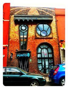 Bonita fachada del bar Punto 0 en Badajoz.