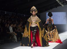 Jakarta Fashion Week Rinda Salmun and Anne Avantie - Manual Jakarta Jakarta Fashion Week, Fashion Week 2016, Manual, Exotic, Sari, Saree, Textbook, User Guide, Sari Dress