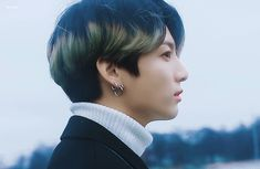 Animated gif shared by Golden Idol⁷˚✯ ੈ ༄. Find images and videos about gif, bts and jungkook on We Heart It - the app to get lost in what you love. Foto Jungkook, Jungkook Cute, Jimin, Gifs, Hd Gif, Animated Gif, You Rock My World, Bts Dancing, Jin Kim
