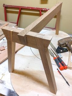 woodworking - Base with bevelled connection for a coffee table bridge meet join angled connection bridge meet coffee table a base - - Diy Table Legs, Wood Table Legs, Diy Dining Table, Wood Tables, Side Tables, Wood Furniture Legs, Table Furniture, Cool Furniture, Modern Furniture