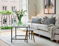 Clean Modern Living Room Design//Moving in Together? 9 Decorating Tips for Couples