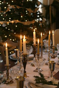 Mixed Metal Christmas Tablescape