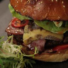 Big Bejby Burger Hamburger, Big, Ethnic Recipes, Food, Essen, Burgers, Meals, Yemek, Eten