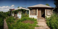 Far Rockaway, Queens, NY: abandoned beach bungalows. About bungalows built in the now only 400 remain lost to development and neglect. Far Rockaway, Rockaway Beach, Old Abandoned Buildings, Abandoned Places, Beach Bungalows, Long Island, Curb Appeal, Decay, 1930s