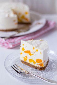 Kwark yoghurt taart zonder oven recept. Een budget vriendelijke taart. Zonder bakken en snel klaar. Alleen even laten opstijven. Budget Desserts, No Bake Desserts, Delicious Desserts, Yummy Food, Yogurt Recipes, Baking Recipes, Quiches, Dutch Bakery, Cake Recept