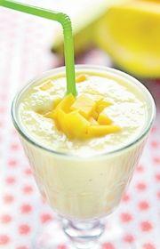 Smoothie med mango og appelsin - lækker opskrift Protein Smoothie Recipes, Juice Smoothie, Smoothie Drinks, Protein Foods, Healthy Smoothies, Food N, Food And Drink, Recipes From Heaven, Meal Planner
