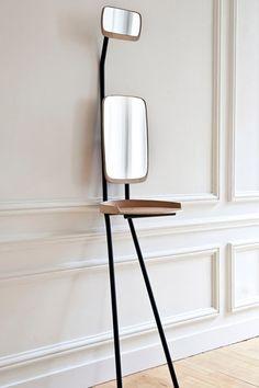 De jonge Franse ontwerpster Violaine d'Harcourt presenteert met het ontwerp Fanfan een wel heel minimalistische, maar elegantie versie van de kaptafel waarvoor u amper ruimte nodig heeft. Met het kleine spiegeltje bovenaan kunt u bovendien uw kapsel vanuit elke hoek controleren. Prijs op aanvraag, www.violainedharcourt.fr