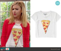 Avery's pizza print tee on Dog with a Blog.  Outfit Details: http://wornontv.net/48669/ #DogwithaBlog
