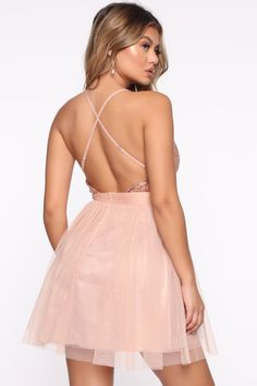 Peach Prom Dresses, Homecoming Dresses, Nice Dresses, Pink And Gold Dress, Diana, Bleach Tie Dye, New Hair Colors, Fashion Nova Models, Sexy