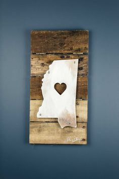 A perfect gift for the Mississippi lover in your life, this stunning piece of art is the perfect blend of Iconic Metal married to reclaimed pieces of barn wood, resulting in rustic yet elegant artwork