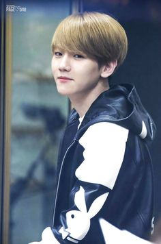 Ooh Baekkie you look so cute here ^^ but I am TOTALLY loving the new bad boy look too. Edgy style music and videos are way better than aegyo style in my opinion :)