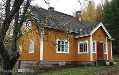 Punaiset tuplaovet Scandinavian Cottage, I Can Haz, Cottage Chic, Old Houses, Finland, Terrace, Beautiful Homes, Porch, Buildings
