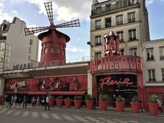 【 Rutas por París 】❤️ 12 paseos a pie maravillosos • viajerAdicta Montmartre Paris, Canada, Le Moulin, Eurotrip, Paris Street, Travel Packing, Baby Shower Invitations, Old Photos, France